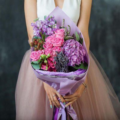 Букет из роз и гортензии Вдохновение любви. Серия Магия любви