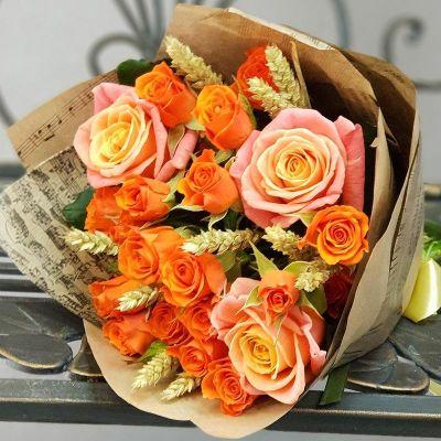 Букет из кустовой розы с пшеницей