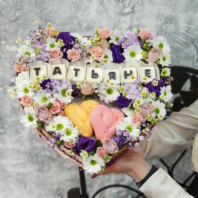 Композиция сердце с шоколадными буквами Татьяне