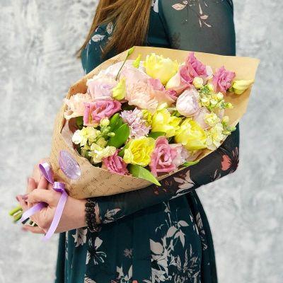 Букет из гиацинта, тюльпанов и кустовой розы - Очарованная