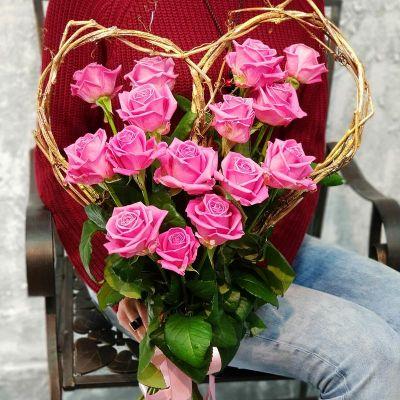 Букет сердце из розовых роз