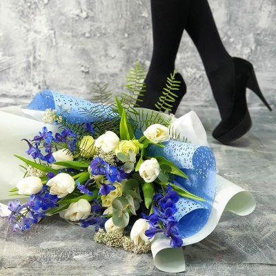 Авторский букет из белых тюльпанов Южный сад Малефисенты