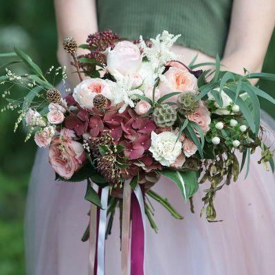 Современный букет с пионовидной розой и гортензией. Серия Магия любви