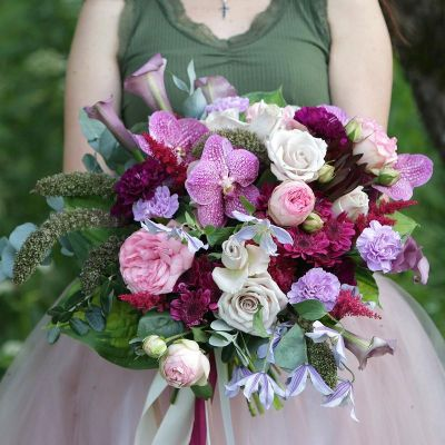 Красивый букет из роз и орхидеи. Серия Магия желаний
