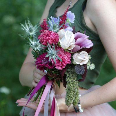 Прекрасный букет с каллами, розой и латирусом. Серия Магия желаний